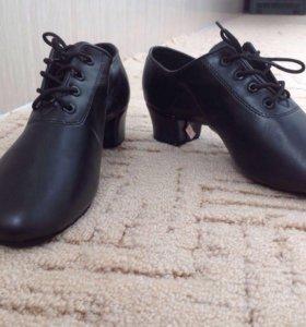 Новые туфли для бально-спортивных танцев