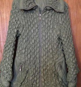Эффектная куртка-стрейч зеленого цвета.