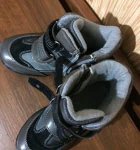 Новые ботинки р.27
