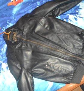 Кожаная куртка,теплая в хорошем состоянии