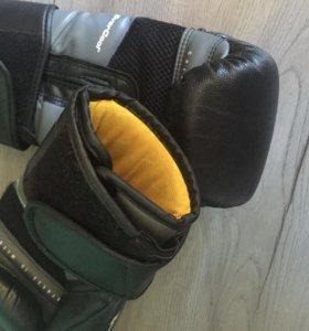 Боксёрские перчатки 10 oz