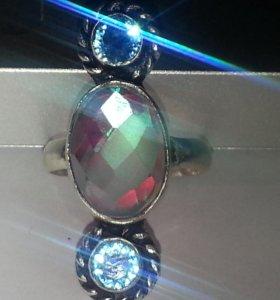 Яркое кольцо с аквамистик топазом и апатитами