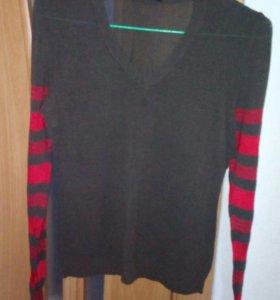 Тонкий свитер с V-образным вырезом