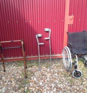 Инвалидные ходунки и памперсы