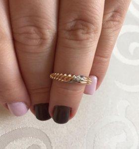 Золотое кольцо с фианитом р.17