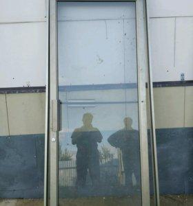 Двери стеклянные б/у