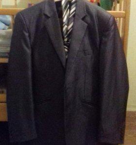 Продам мужской костюм.р-р 46.одевался один раз