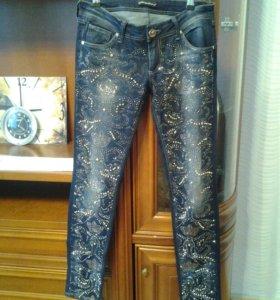 Эффектные джинсы 44-46 размер.