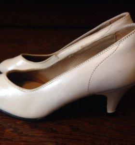Туфли-лодочки белые с дефектом, р.35