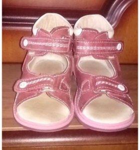 Продам сандалии ортопедические