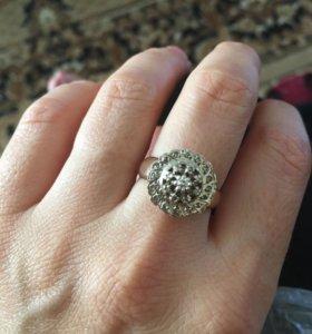 Новое российское бриллиантовое кольцо.