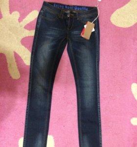 Новые зауженные джинсы