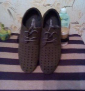 Мужские ботинки, коричневые, замшевые, новые.