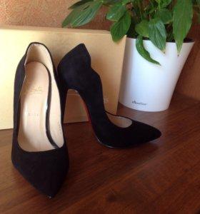 Классные замшевые туфли НОВЫЕ в коробке