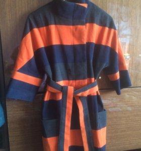 Продам пальто,рукав 3/4,в идеальном состоянии.