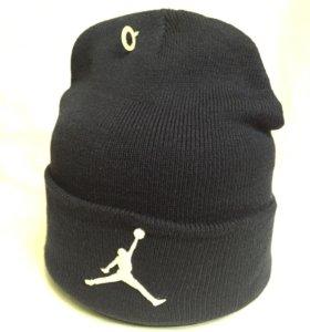 Брендовая шапка Jordan