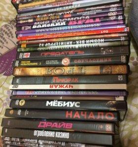 32 DVD-диска отличных фильмов