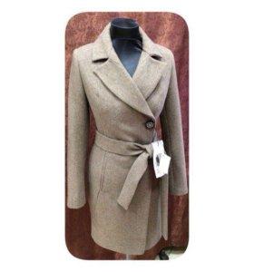 Распродаю новые женские осенние пальто.