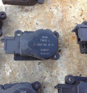 Моторчик заслонки печки Mercedes W203 и др.
