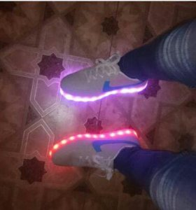 Кроссовки на светящейся подошве (светящиеся)