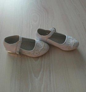 Туфли на девочку праздничнные