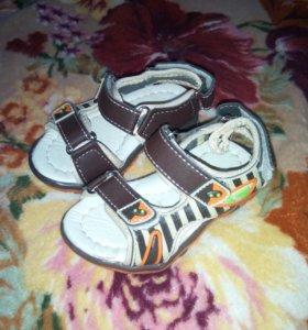 Сандали новые 21 р обувь детская