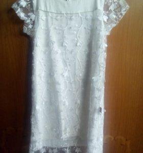 Платье белое с вышевкой