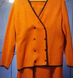 Шерстяной трикотажный женский костюм