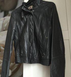 Кожаная куртка BERSHKA