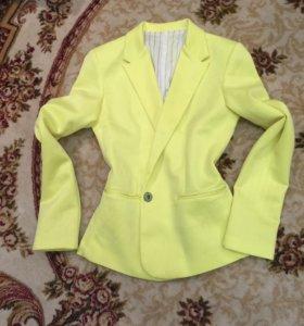Пиджак и платье 42