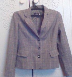Эффектный серый пиджак с бантиком сзади