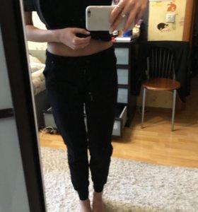Спортивные штаны bershka на резинке