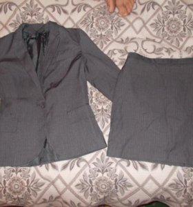 Юбочный костюм 42 размер