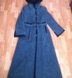 Пальто с капюшоном осеннее,длинное,шерстяное.