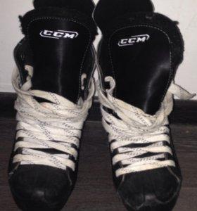 Полупофессиональные  хоккейные коньки CCM