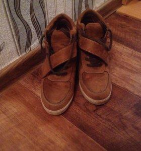 Продам ботинки 36 размера.