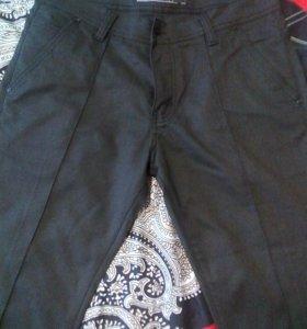 Нов муж брюки с простроченными  стрелками 48-50 р.