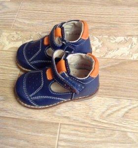 Ботиночки на первый шаг отртопедические 2 пары