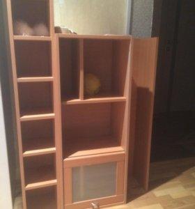 Мебельный стол и шкаф