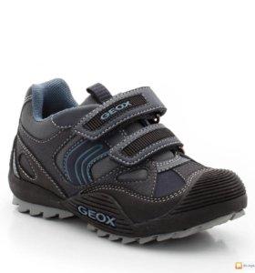 Продам кроссовки Geox.