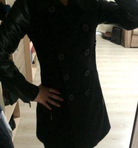 Пальто трикотажное с рукавами из кожзама