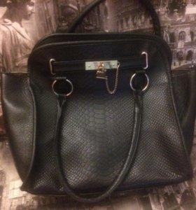 Чёрная сумка с замочком