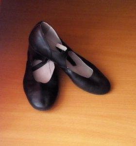 Народные чёрные туфли