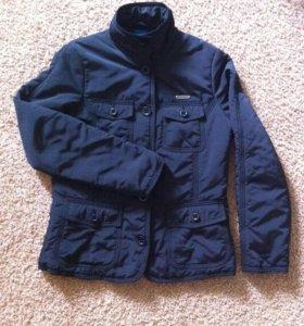Куртка на сентипоне.