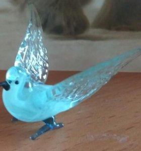 Стеклянный голубь