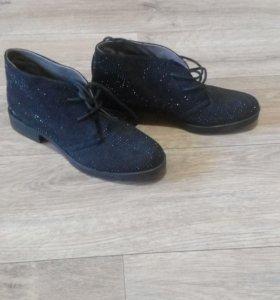 Ботинки новые со стразами