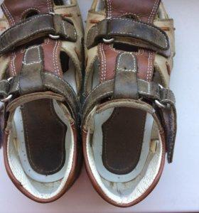 Ботинки сандалии