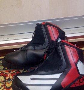 Продам лыжные ботинки р 35