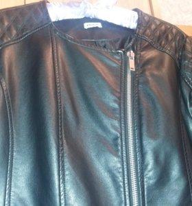 Черная новая куртка
