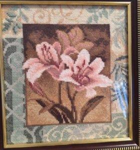 Картина вышитая крестиком,оформленная багетом
